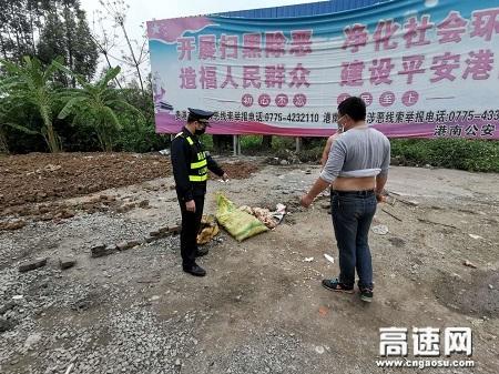 广西自治区高速公路发展中心玉林分中心协助当地畜牧部门处置一起丢弃死亡禽畜事件