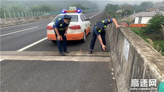 广西自治区高速公路发展中心玉林分中心博白大队开展辖区内高速路面及桥梁安全检查