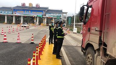 广西高速路政浦北大队落实严厉打击非法超限超载运输及非法运输海砂行为工作常态化