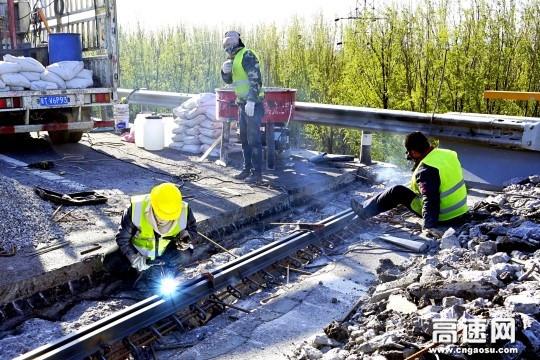 河北京张高速抢抓时机加快实施桥梁病害处治工程