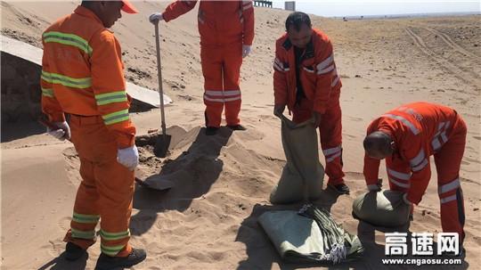 内蒙古公路阿拉坦额莫勒公路养护管理所假节日前夕排查处置隐患工作