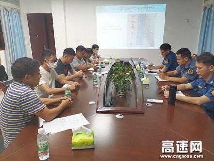 广西高速公路发展中心玉林分中心浦北大队组织开展辖区涉路施工人员安全培训会