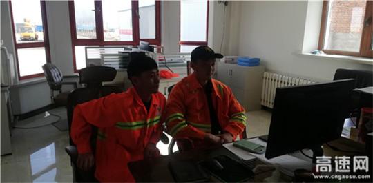 内蒙古公路阿拉坦额莫勒公路养护管理所组织职工学习习近平总书记五四寄语精神
