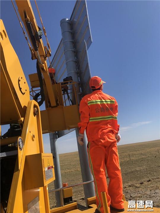 内蒙古公路阿拉坦额莫勒公路养护管理所沿线安全设施道路指示牌修复