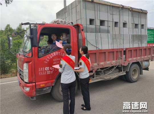 甘肃泾川所白水收费站积极推广绿色通道预约通行服务