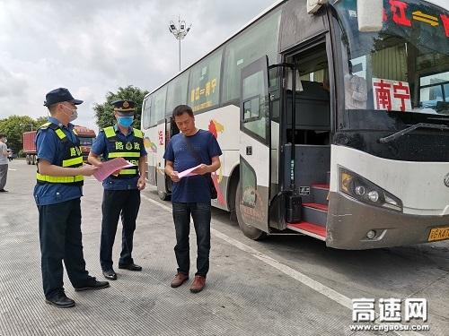 """广西玉林高速公路分中心合浦路政大队积极开展""""路政宣传月""""活动,营造良好宣传氛围"""