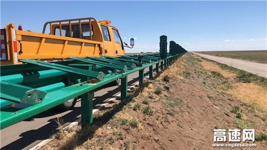 内蒙古公路阿拉坦额莫勒公路养护管理所修复道路沿线安全设施