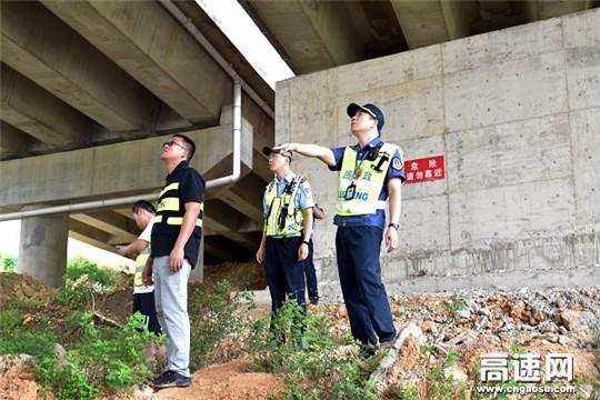 广西高速公路发展中心南宁分中心武鸣路政执法二大队联合多部门开展汛期安全隐患排查工作