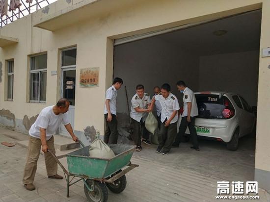 河北沧廊(京沪)高速开发区收费站 组织职工开展2020年防汛抢险演练活动