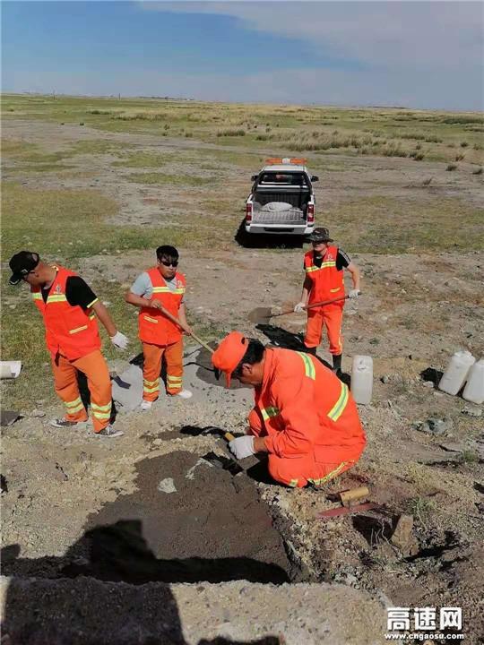 内蒙古自治区阿拉坦额莫勒公路养护管理所修复边坡急流槽