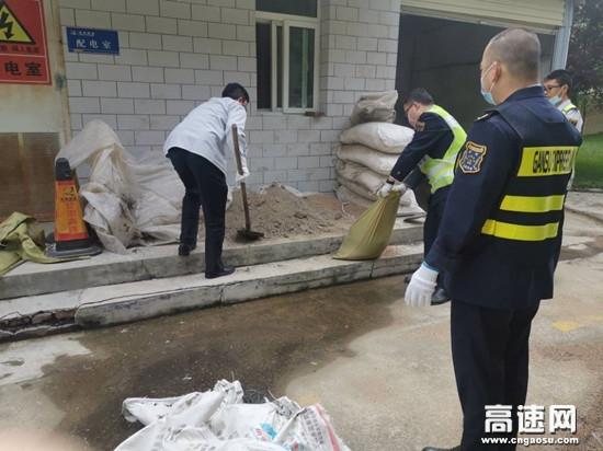 甘肃宝天所利桥收费站积极做好防汛工作