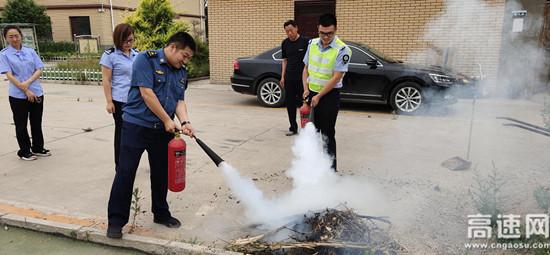 山西临汾霍州西收费站开展消防应急演练