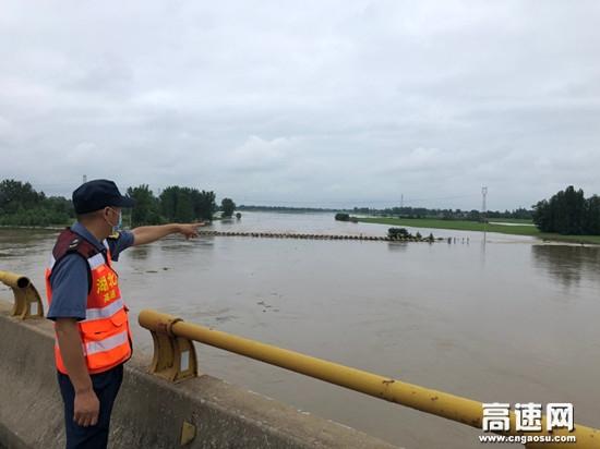 湖北高速路政汉十支队第一大队加大巡查力度确保雨季汛期公路安畅