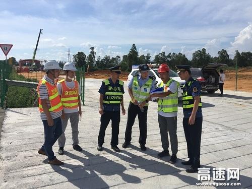 广西玉林高速公路分中心合浦路政大队开展安全生产监管宣传工作