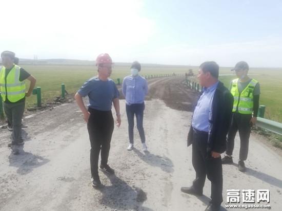 内蒙古呼伦贝尔市公路工程质量监督站开展G301牙海段应急养护工程质量抽查工作