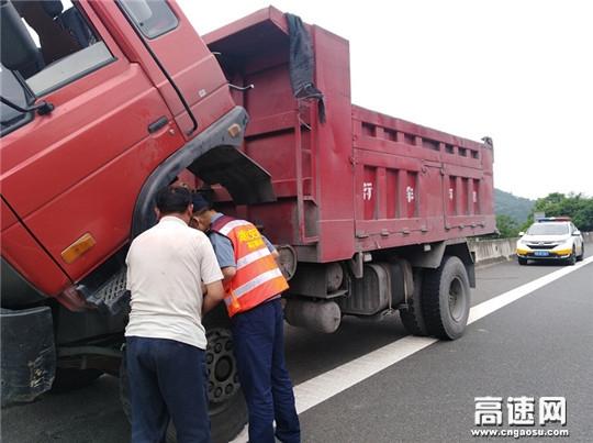 货车抛锚麻安高速路 汉十路政及时解围