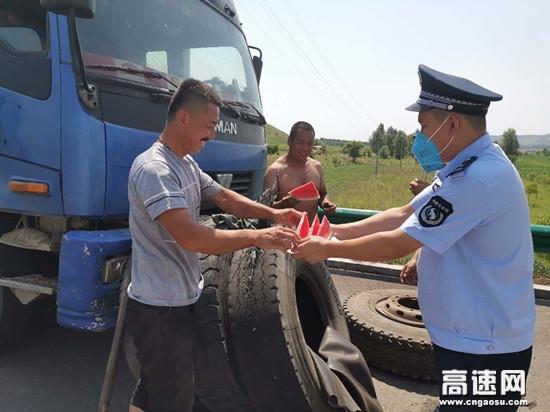 内蒙古公投呼伦贝尔分公司中和通行费收费所夏日送清凉关怀暖人心
