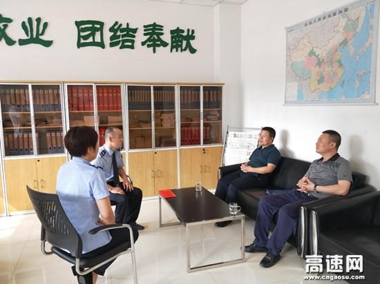山西临汾北高速公路管理有限公司党委委员、副总经理刘会清走访慰问困难党员