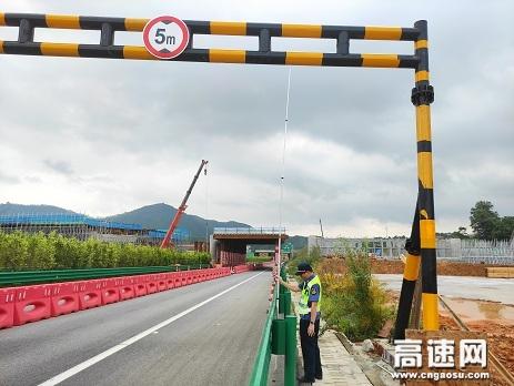 广西高速公路发展中心南宁分中心武鸣路政执法二大队开展辖区施工改道路段安全检查工作