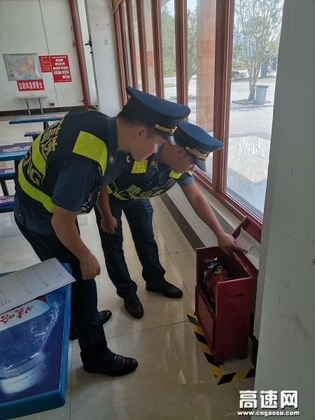 广西玉林高速公路分中心浦北路政大队开展服务区消防安全隐患排查