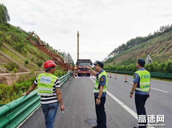 广西高速公路南宁分中心武鸣路政执法二大队开展强降雨期间安全隐患排查