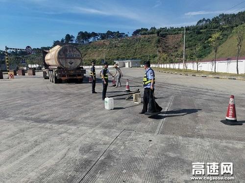 广西高速公路发展中心玉林分中心平南大队消除隐患确保平安交通