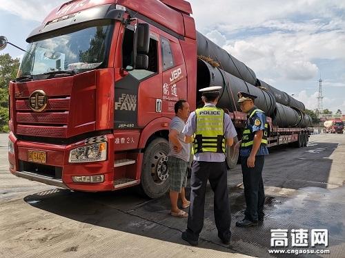 """广西玉林高速公路分中心合浦路政执法大队""""警路""""联合开展超限运输宣传活动"""