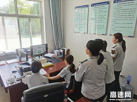 甘肃泾川所白水收费站积极组织职工学习稽核业务