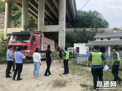 陕西西汉分公司宁陕路政中队多措并举 狠抓路域环境治理不放松