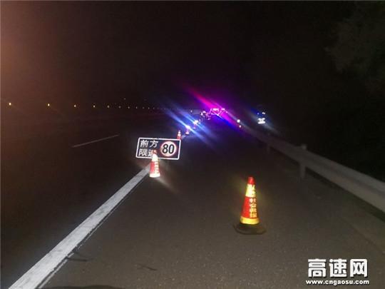 甘肃省武威清障救援大队快速处置一起小车侧翻事故