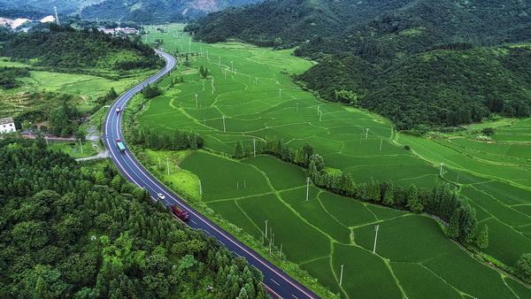 [江西]新余:条条公路系民生(图)