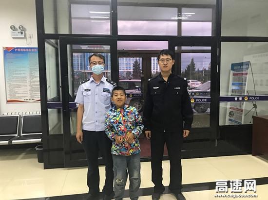 内蒙古公投呼伦贝尔分公司牙克石南通行费收费所及时帮助走失儿童