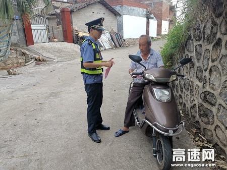 广西高速公路玉林分中心桂平一大队开展公路法律法规宣传