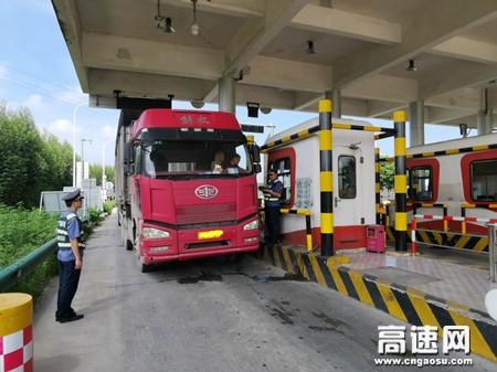 广西玉林高速公路博白大队开展违法超限运输治理