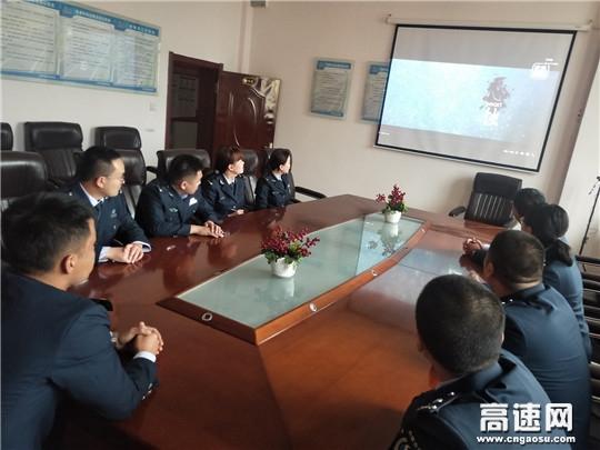 内蒙古公投霍尔奇收费所组织观看法治微电影《心蚀》