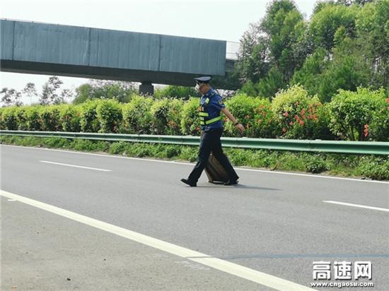"""广西高速公路玉林分中心博白大队以""""阳光的身影""""做人民的公仆"""