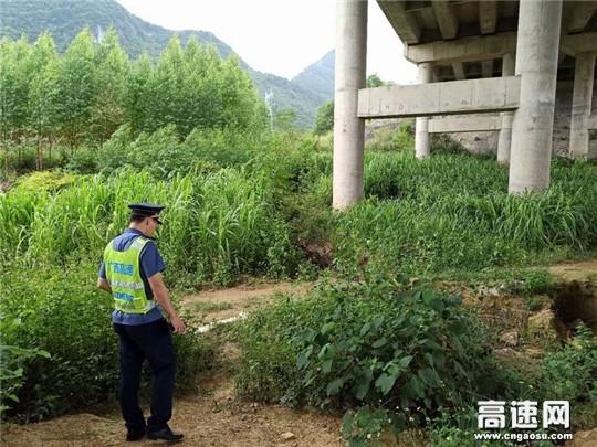 """广西高速公路发展中心百色分中心平果路政执法二大队开展徒步巡查为高速公路安全做""""体检"""""""