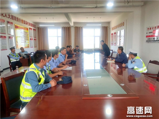 甘肃古浪县开展路域环境联合整治行动