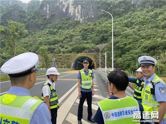 """广西南宁高速公路龙州路政执法大队联合""""路警企""""开展实地勘查活动"""