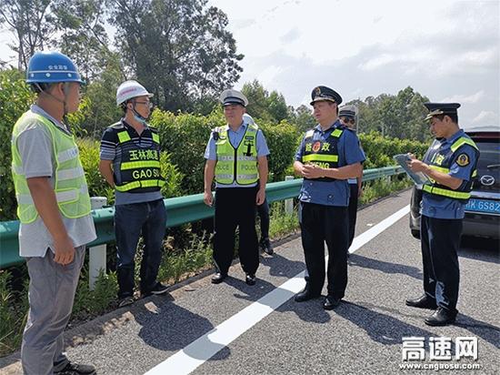 广西玉林高速公路博白大队联合多部门开展节前安全大检查
