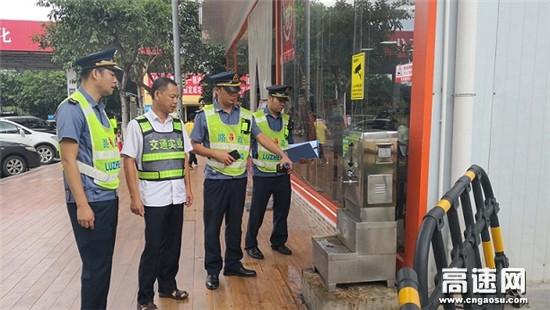 广西南宁高速公路武鸣路政执法大队开展双节期间服务区安全与卫生检查
