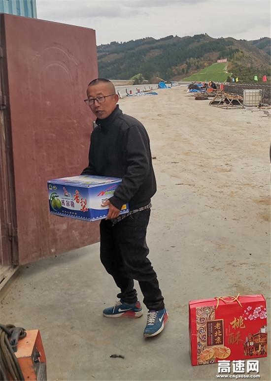 """福建路桥延崇高速Z1合同项目部对施工班组开展""""双节""""慰问活动"""