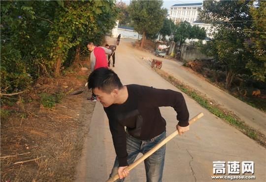 湖北高速黄黄支队第三大队党员干部下沉社区积极参与净化环境卫生活动