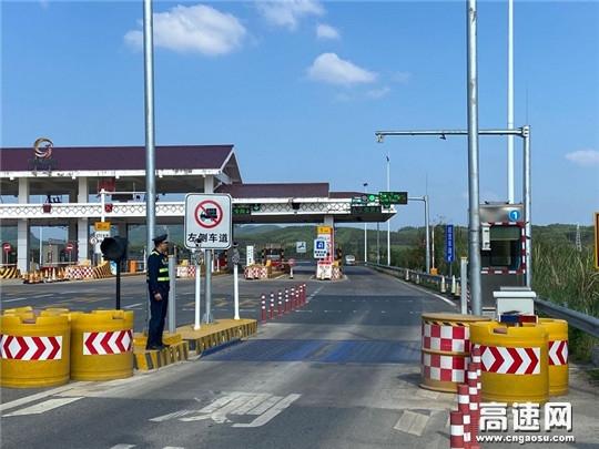 广西高速公路发展中心柳州分中心象州路政执法一大队扎实开展高速公路入口称重检测工作