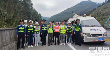 """广西玉林高速公路""""十三五""""全国干线公路养护管理评价路况检测小组顺利完成G7212柳北高速贵港段检测工作"""