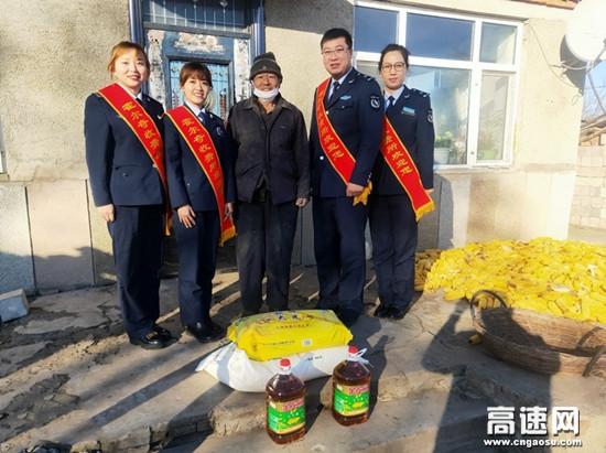 """内蒙古公路霍尔奇收费所开展""""爱满重阳节・慰问暖人心""""活动"""