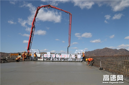 延崇高速赤城支线Z3合同段桥面铺装全部完成