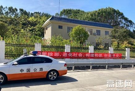 广西玉林高速公路浦北大队开展扫黑除恶宣传活动