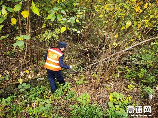 湖北汉十支队第二大队扎实开展安全隐患专项排查保障道路安全畅通