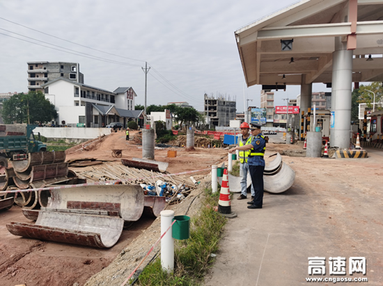 广西玉林高速公路博白路政执法大队开展旺茂收费站改扩建施工安全检查